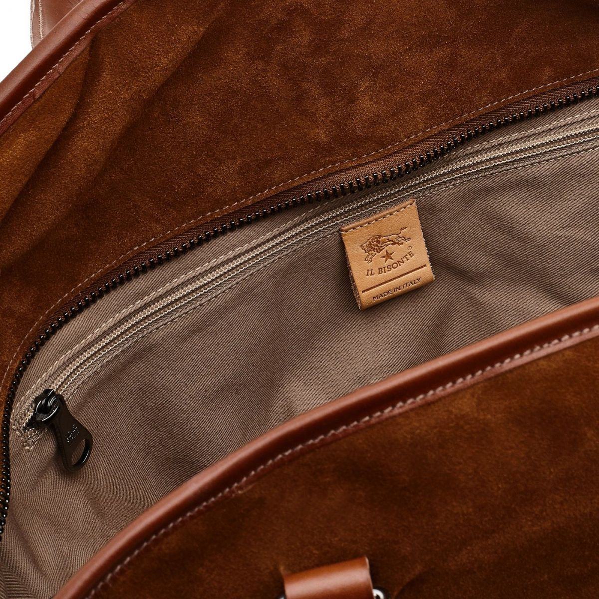 Travel Bag Frame in Suede BDU025 color Hazelnut | Details